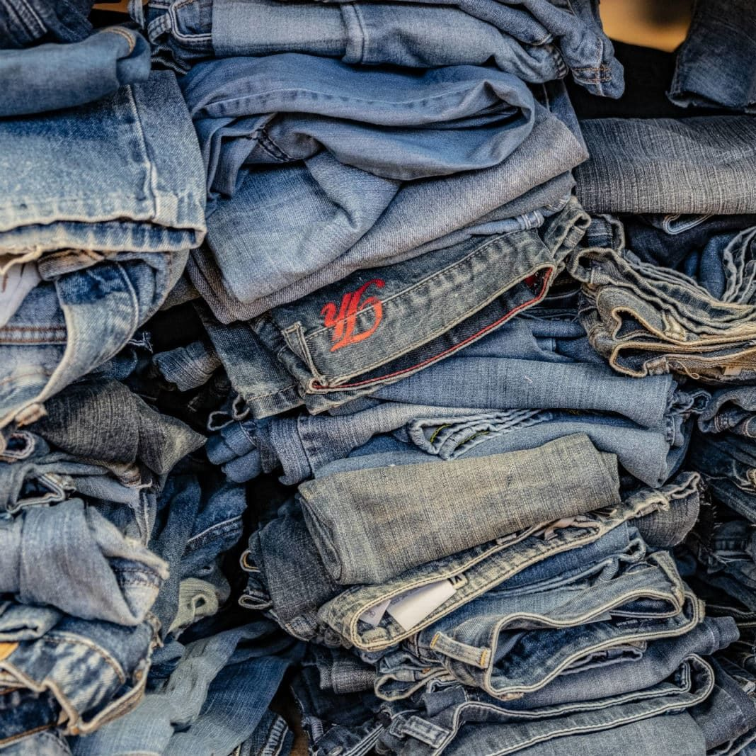 Bridge&Tunnel Upcycling Jeans spenden Material