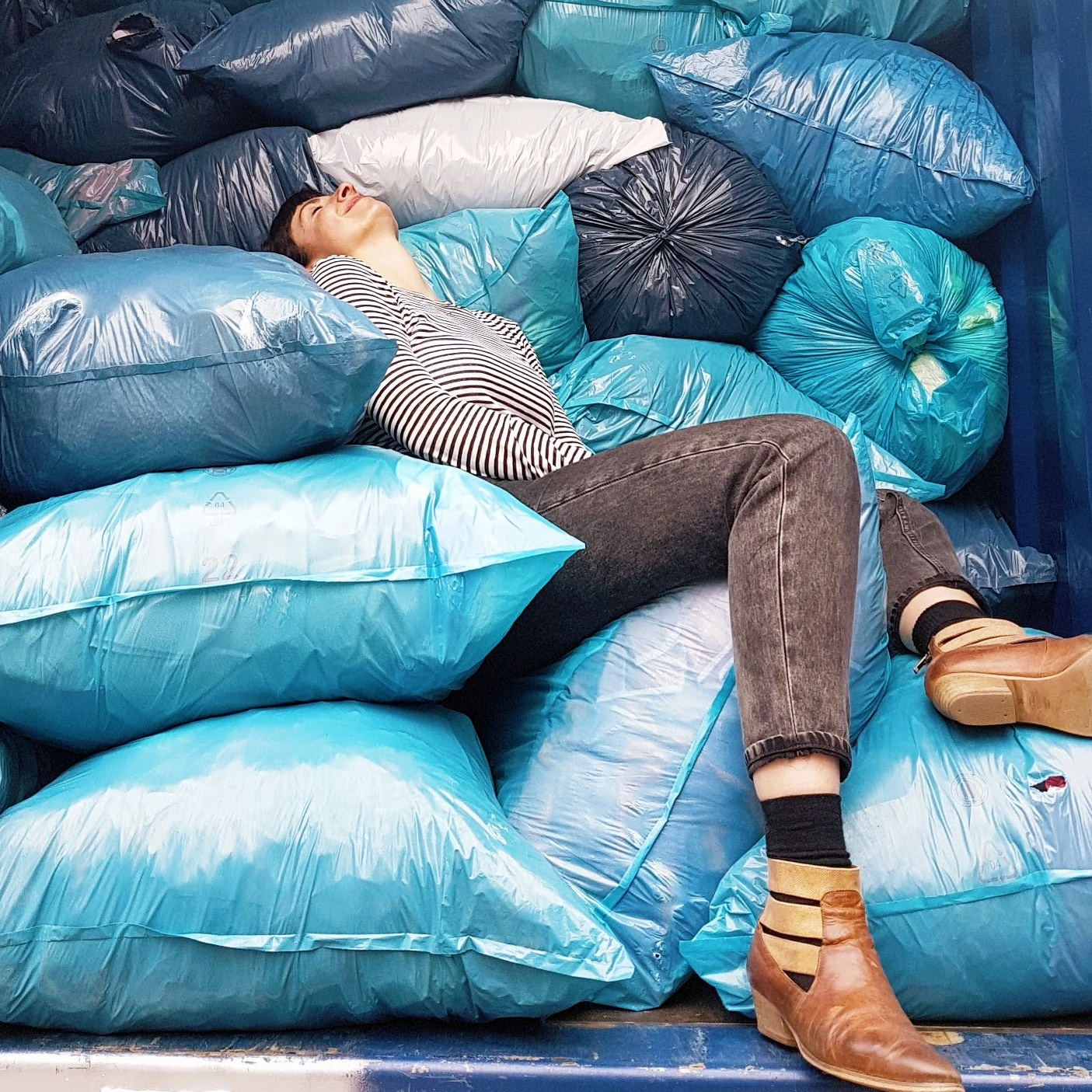 Altkleider Konsum Müllsäcke Recycling Upcycling Shopping