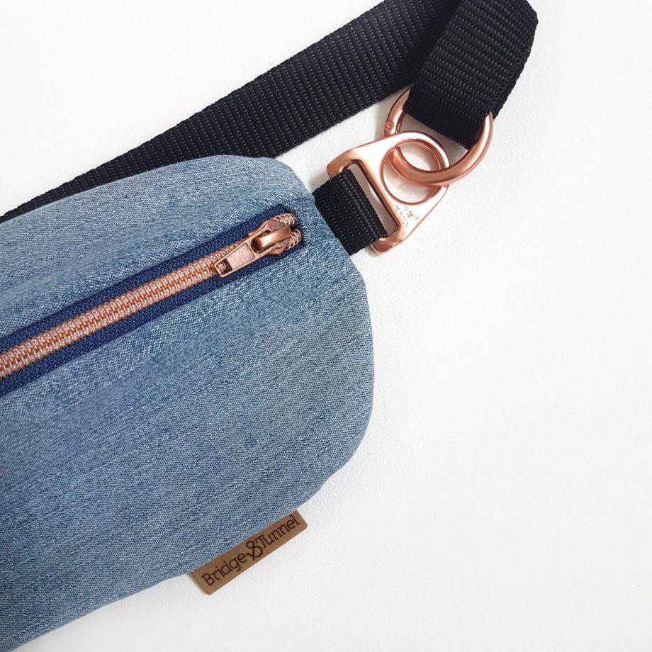 Bauchtasche Jeans hellblau